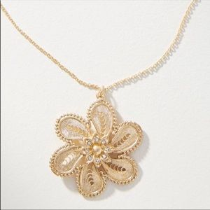 🆕NWT Anthropologie Floral Gold Pendant Necklace